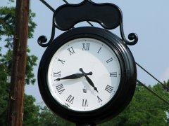 属鼠人本命年是不是不能买钟?为什么?