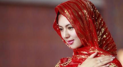 回民净身视频_回族女子为何戴头巾 原因居然是这样_水墨先生